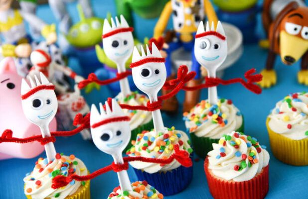 cake angels TOY STORY 4 cupcake kit 3